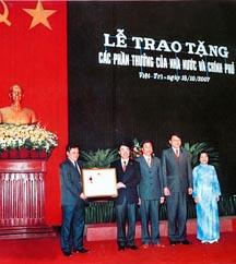 Lễ đón nhận Huân chương lao động hạng Nhì năm 2007