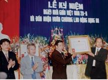 Lễ đón nhận Huân chương lao động hạng Ba năm 2000
